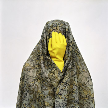 THE SEEN AND THE HIDDEN: (DIS)COVERING THE VEIL
