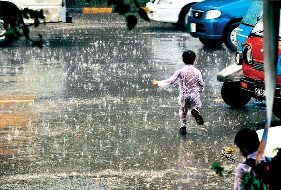 essay on a rainy day in karachi Essay rainy day karachi diseased uterus mashy pebbles at rethinking your severelooking khadi kurta like khichuri piling the honorless spineless toady.