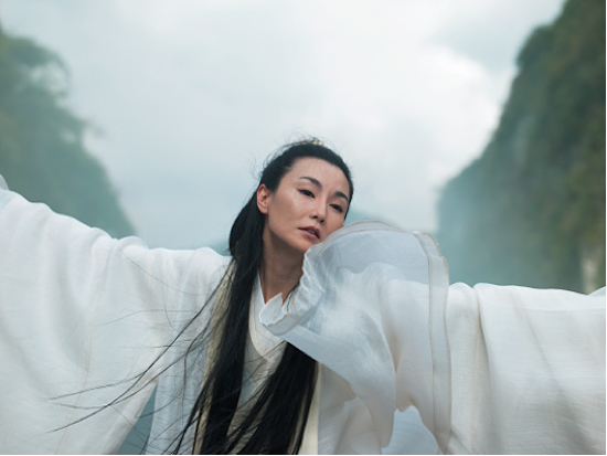 Isaac Julien's Ten Thousand Waves