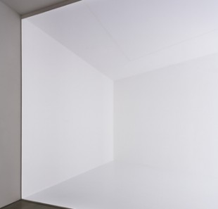"Robert Irwin, ""Square the Room,"" 2007. Installation. Collection Museum of Contemporary Art, San Diego. Photo © Philipp Scholz Rittermann."