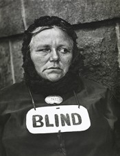 Paul Strand, Blind Woman, New York, 1916 (negative), 1940s (print). Silver gelatin print. Collection FUNDACIÓN MAPFRE, FM000886. © Aperture Foundation Inc., Paul Strand Archive.