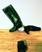 Tony Oursler, Boot, 1995. Video installaton. Courtesy MUSAC, Museo de Arte Contemporáneo de Castilla y León (León, Spain). © Tony Oursler.