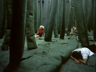 Xavier Veilhan, The Forest,1998. Synthetic fabric, wood, paper. Variable dimensions. Collection MAMCO, Geneva. © Veilhan / ADAGP, Paris, 2016.